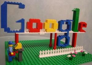 Logo Google postavené z lega