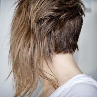 ženské vlasy