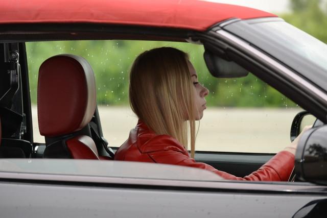 řidička auta