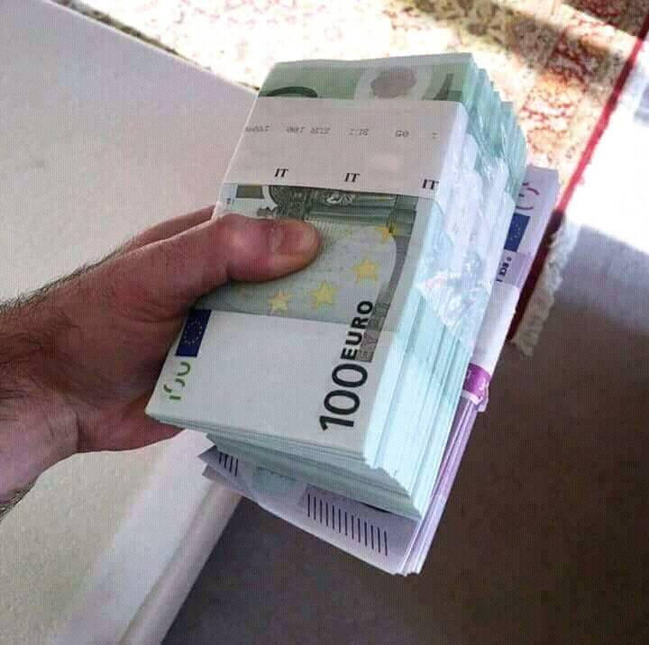 Dostal jsem realitní úvěr ve výši 15.000.000 Kč od pana Peter Krajčovič.