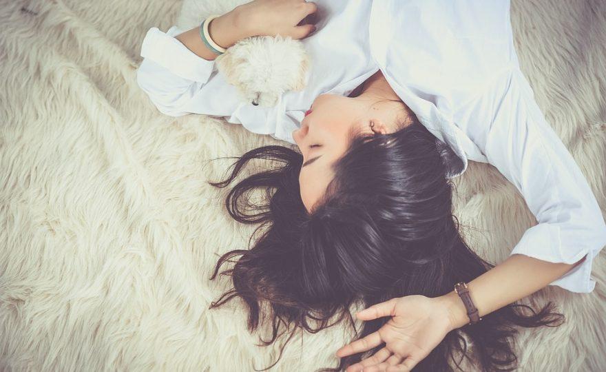 Jak rychle usnout: tipy a triky, když máte problém se spánkem